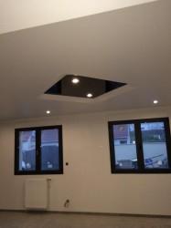 Plafond-tendu-encaisser-iNove®-blanc-et-noir